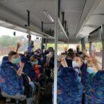 Gute Laune während der Busfahrt